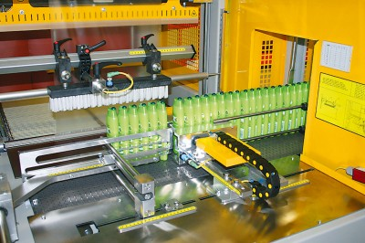 Machines for packaging into thermo-shringking foil